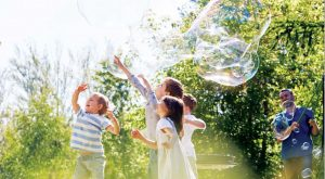 Bubbleology – The Science of Outdoor Fun